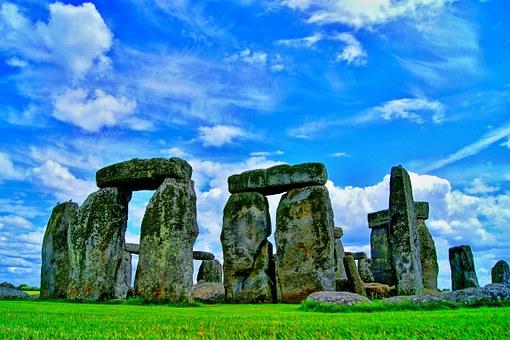 stonehenge-101801__340