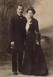 220px-Sundance_Kid_and_wife-clean.jpg