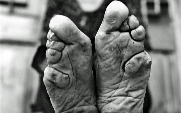 feet_2_3341734b.jpg
